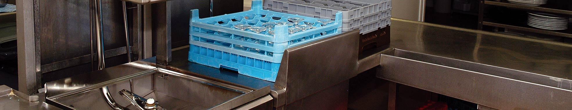 Imagen de instalación y mantenimiento de equipos de lavado industrial con Tecnobar